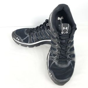 Under Armour Micro G Black Athletic Shoe, Size 6Y